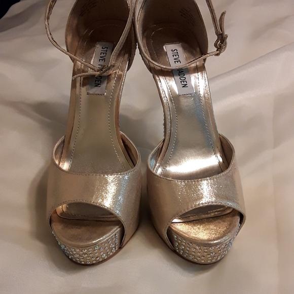 Schuhes   Steve Madden Gold Nairi Nairi Nairi Platforms W Rhinestones   Poshmark 1f374e